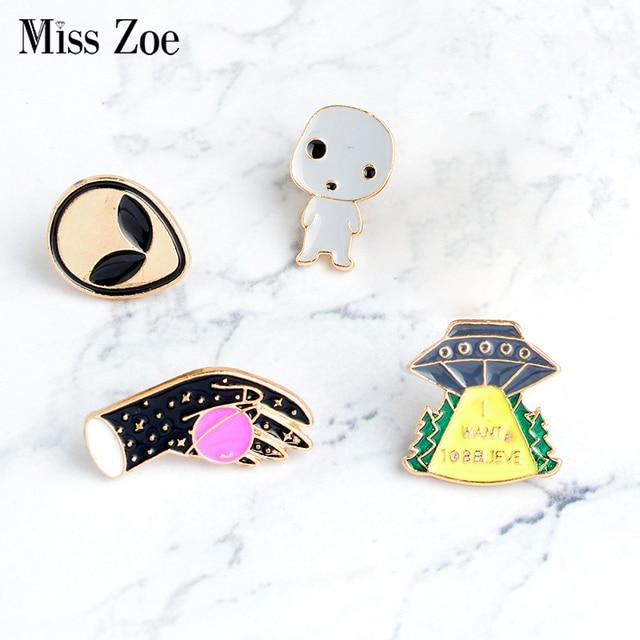 4pcs/set Alien baby UFO Space shuttle Planet Brooch Enamel Pins Badge for clothe