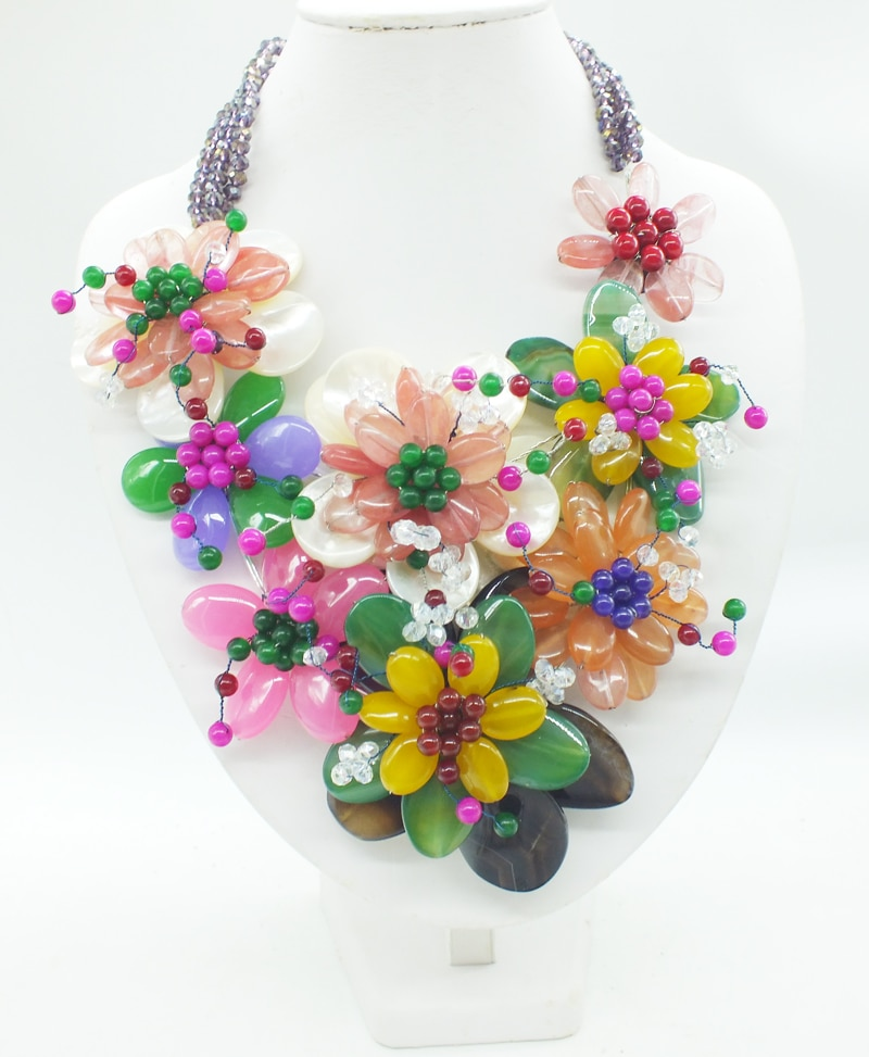 2018-12.03-14.35# The latest fashion. Shell, Brazilian stone. Handmade, woven flower necklace