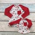 Dia dos namorados mãe & baby meninas coração vermelho impressão família olhar bonito boutique algodão top T-shirt roupas reglans ruffles bolso