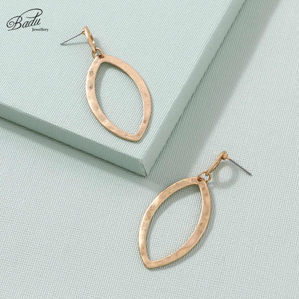Badu Gold Oval Ohrring Bolzen für Frauen Licht Gewicht Stud Ohrringe Geschenk für Mädchen Mode Schmuck