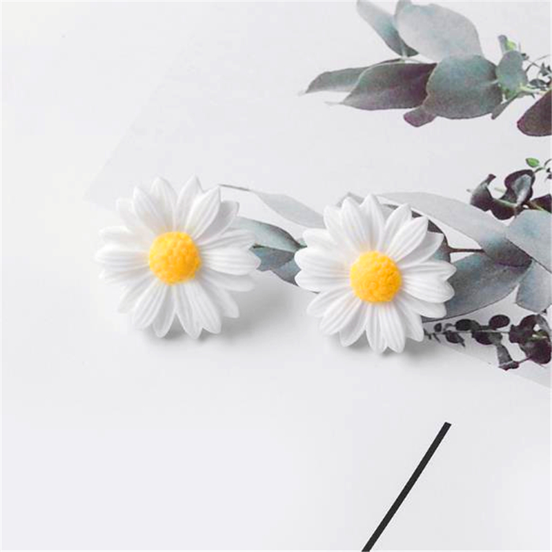 >2019 Europe and the <font><b>United</b></font> States hot cute little daisy flowers earrings <font><b>small</b></font> fresh temperament fashion simple earrings jewelry