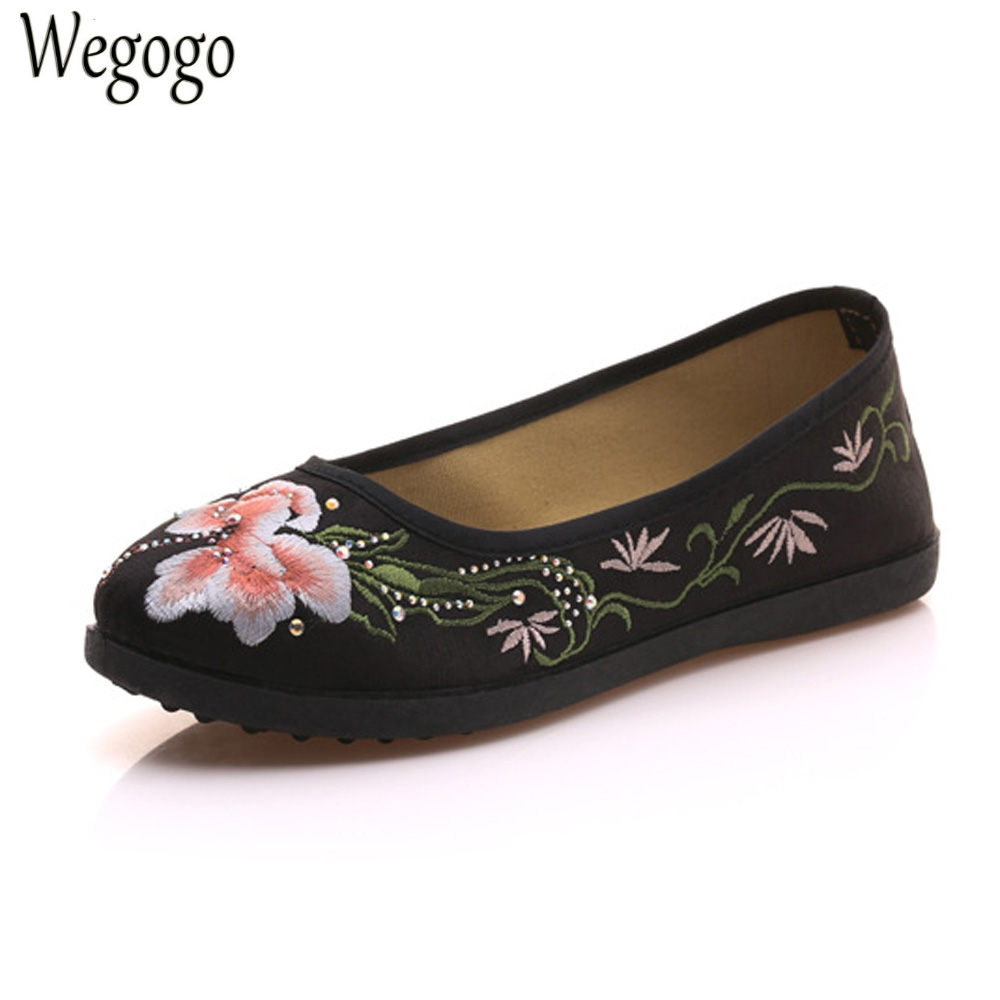 Wegogo Women Shoes Flats Flower Embroidered Canvas Ballets Flats Vintage Chinese Comfort Casual Soft Cotton Shoes For Woman new women chinese traditional flower embroidered flats shoes casual comfortable soft canvas office career flats shoes g006