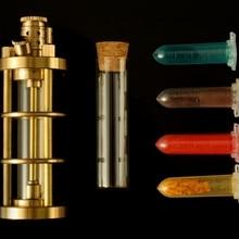 XGQ смотреть видео 178 г 100*35 мм Ручная Тяжелая латунная керосиновая Зажигалка четыре цвета прозрачная