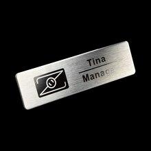 30 шт Пользовательские 7X2 см имя тега значок Лазерная металлическая пластина id значок с магнитом или pin сзади