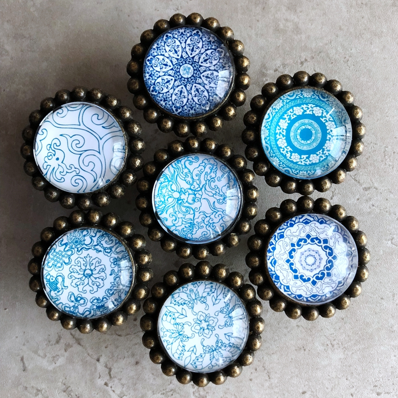 blue kitchen cabinet knobs