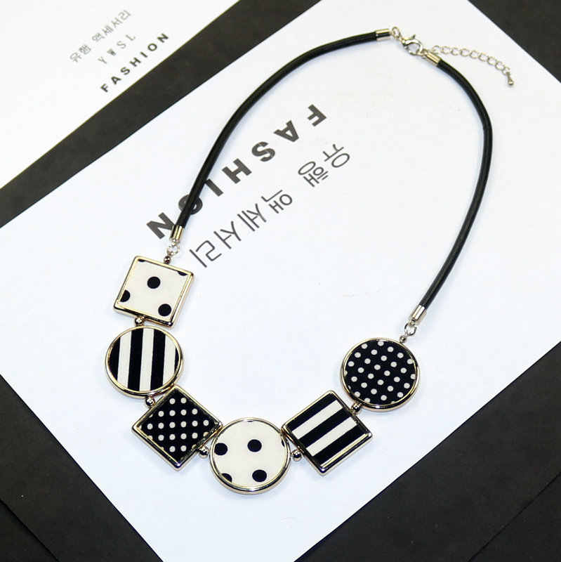 7a2dc77ee9b Personality New Woman Necklaces Geometric Fabric Pendant Short Sweater Rope  Chain Necklace Fashion Accessories