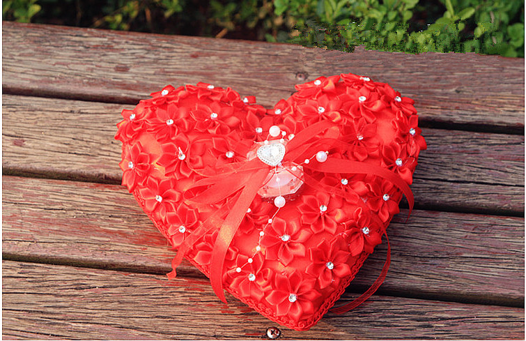 Luxurious Deign Heart Shape 3D Flower Wedding Ring Pillow Box With Diamond Rhinestones Decorations Free Shipping In Party DIY From