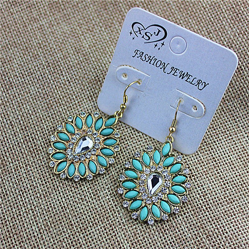 Sales of new fashionable womens jewelry wholesale girls birthday party type beautiful earring agent freight