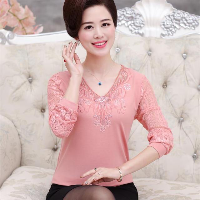 Nueva moda mujeres de mediana edad otoño primavera clothing madre básico de la camisa de manga larga de encaje bordado con cuello en v camisa femenina top