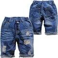 3924 suave fresco agujero verano pantalones vaqueros pantalones cortos de mezclilla 50% longitud agujero azul pantalones vaqueros chicos niños niñas niño hasta la rodilla elástica cintura
