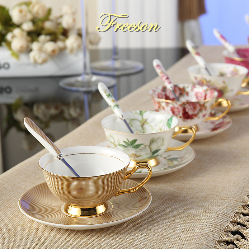 Europa Noble Bone China Coffee Cup Saucer Spoon Set 200 ml Taza de cerámica de lujo de alta calidad de porcelana Tea Cup Cafe Party Drinkware