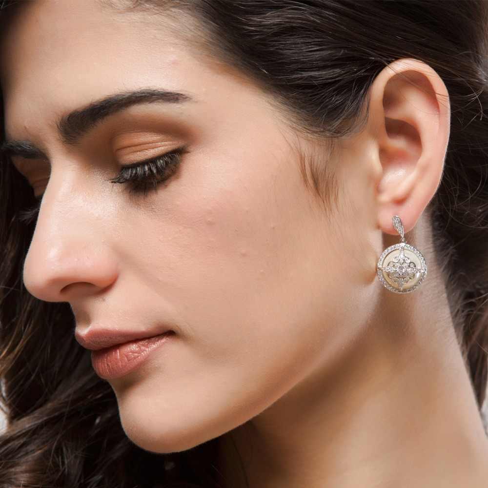 LUOTEEMI 2016 Sedikitnya Unik Desain Mode Deluxe Cubic Zircon Dibuat Pearl Dangle Earrings Wanita Perhiasan Pengantin Pernikahan