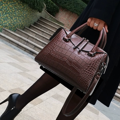 New woman leather handbag fashion split leather crocodile pattern messenger bags handbags famous brands lady office
