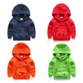 2017 nova camisola do bebê de manga longa menino e menina camisolas do bebê canguru bolso sólida jaqueta de inverno hoodies 100% algodão