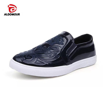 ALDOMOUR Skateboard Classic Slip-on Patent Leather Shoes Men Sneakers Low Old  Skool Skateboarding Shoes 47c200f5f81e