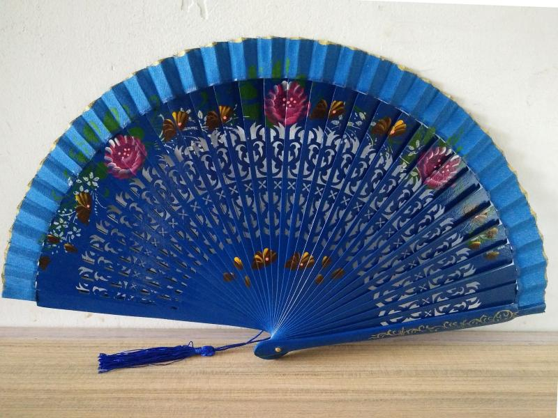 Us 1194 20 Offvintage Hollowing Spanish Rose Folding Fan Dance Fan Original Wooden Hand Held Flower Bamboo Fans Carving Craft Gifts In Decorative