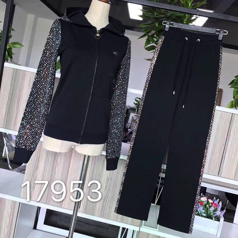 Nuevo estilo de las mujeres mangas de algodón con la espalda de diamante y las letras traje de moda-in Conjuntos de mujer from Ropa de mujer    1