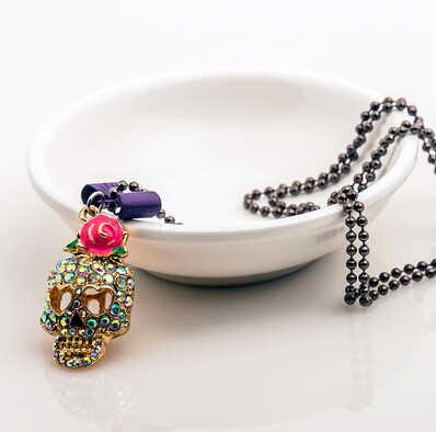 جديد أزياء خمر روز bowknot الجمجمة قلادة الشرير الهيكل العظمي سحر قلادة قلادة للنساء حجر الراين الكريستال والمجوهرات
