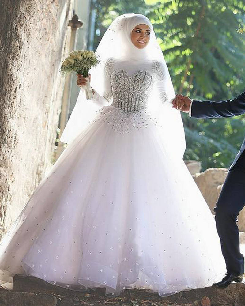 Latest Design Saudi Arabia Bride Dress Dubai Beads Crystal Ball Gown Wedding Dresses 2017 with font