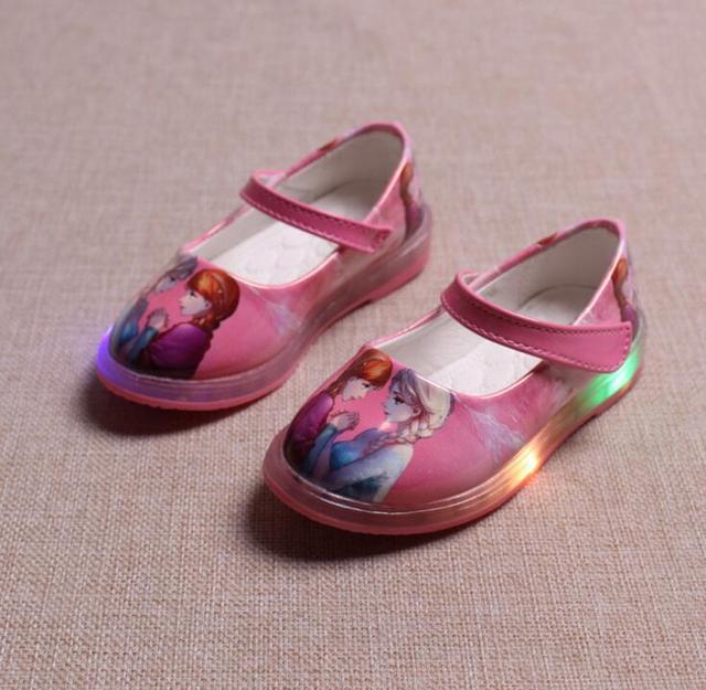 Lindo bebé de la muchacha causal shoes iluminado led flash niña zapatillas de deporte de pisos niñas niños noche princesa shoes