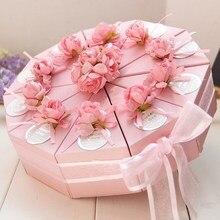 50 adet pembe/mavi özelleştirilmiş üçgen kek tarzı düğün kutlama şeker kutuları parti kağıt hediye kutusu ile sahte çiçek etiketleri şeritler