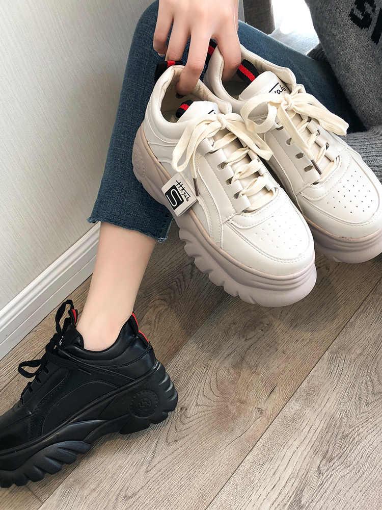 Kadınlar için nefes alan günlük ayakkabılar sonbahar yükseklik artışı ayakkabı çapraz bağlı Lace up platformu günlük ayakkabı kalın tabanlı kadın Sneakers