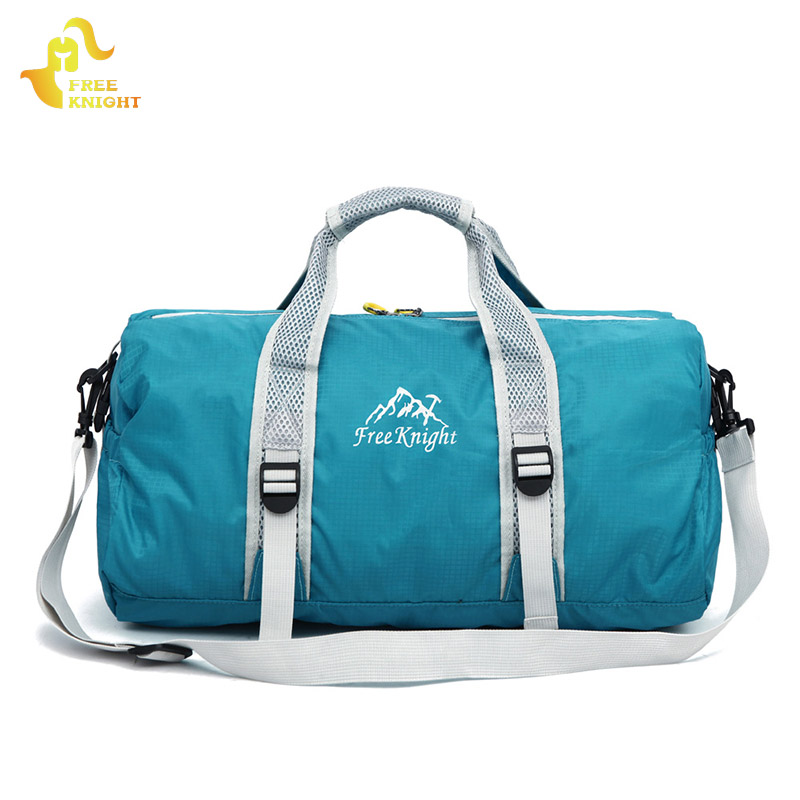 Baganta çanta sportive në natyrë