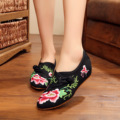 SZiVan Vintage Women Cotton Flower Embroidery Shoes Ladies Casual Chinese Style Old Beijing Canvas Walking Flats Zapatos Mujer
