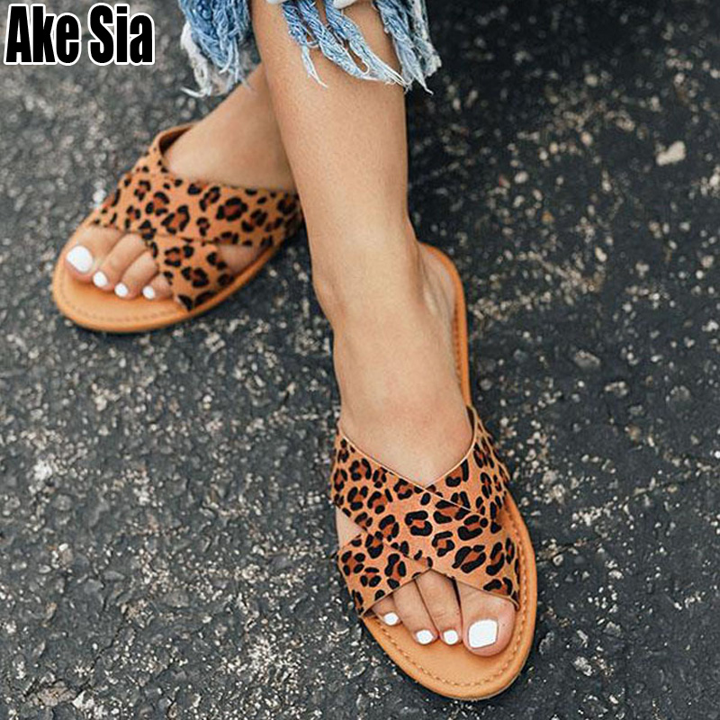 Simple Fad Summer Leopard Print Stuffies Women Casual Cross Strap Open Toe Flat Scuff Slippers Mules Babouche Slides Shoes A696
