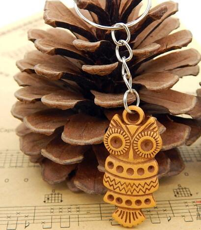 446b6519ce Piccolo regalo per la ragazza ragazzo legno gufo portachiavi fashion  animale uccello gufo charm portachiavi accessori dei monili spedizione  gratuita in ...
