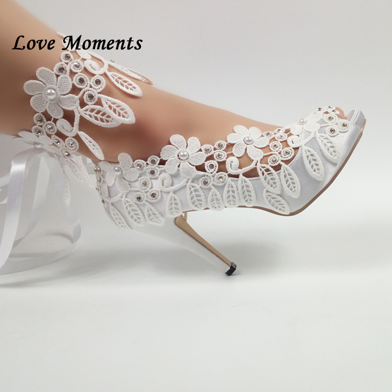 Amore Momenti Bianco Lace Up scarpe da sposa Delle Signore Peep Toe Pompa I pattini di modo con piattaforme donna Pompe di partito Aperto pompe di punta-in Pumps da donna da Scarpe su  Gruppo 1