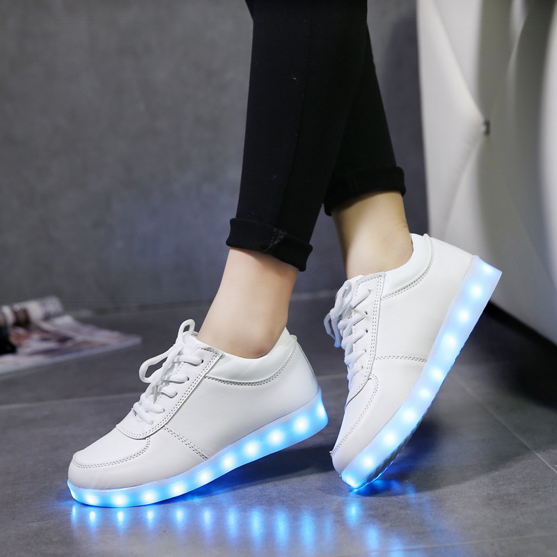 High Quality Eur Size 25-42 Luminous Sneakers with Light Soles LED Lighted Shoes for Girls Boys LED Sneakers Glow LED Slippers