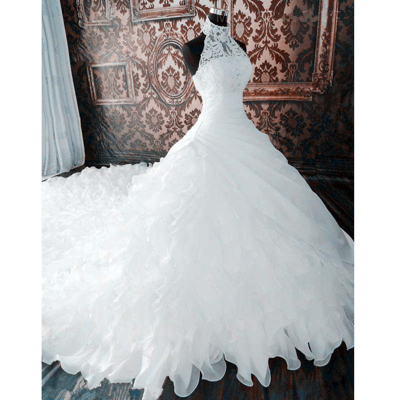 2019 Ball Gown Halter Wedding Dress 1.5 Meters Cathedral Train Lace Ruffles Organza Lace Up Back Women Bridal Wedding Dresses