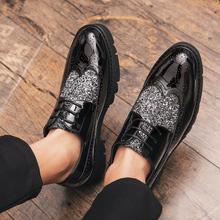 2019 Luxury Brand Patent Leather Men Business Wedding Dress Shoes Lace Up Breathable Oxfords Shoes Shiny Pointed Toe Hombre 3906