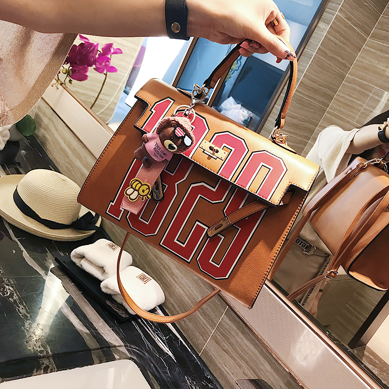2017 Summer New Fashion Women's Handbags Korean Version Fashion Kally Bag Letters Bag Shoulder Bag Portable Messenger Bag 2018 new female bag korean version of the striped shoulder messenger bag small fashion handbags ladies wrist bag