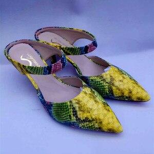 Image 2 - Wenzhan venda quente cobra amarela couro do plutônio 7 cm salto curto moda sapatos macios apontados toe com correspondência sacos de embreagem conjuntos 079 19