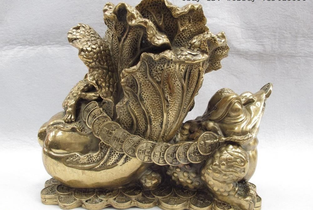 Chinese Folk Copper Bronze Feng Shui Lucky Wealth Three-legged Toad Pull Cabbage