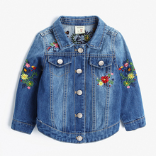 цены на Baby Girls Denim Jackets Coats Fashion Fashion Floral Embroidery Denim Jacket Spring Fall Children Outwear Kids Denim Coat 2-9 Y  в интернет-магазинах