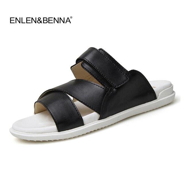 4fd954a7107 2017 cuero Sandalias hombres negro blanco Zapatillas planos ocasionales  Sandalias nueva verano playa Zapatillas hombres confort