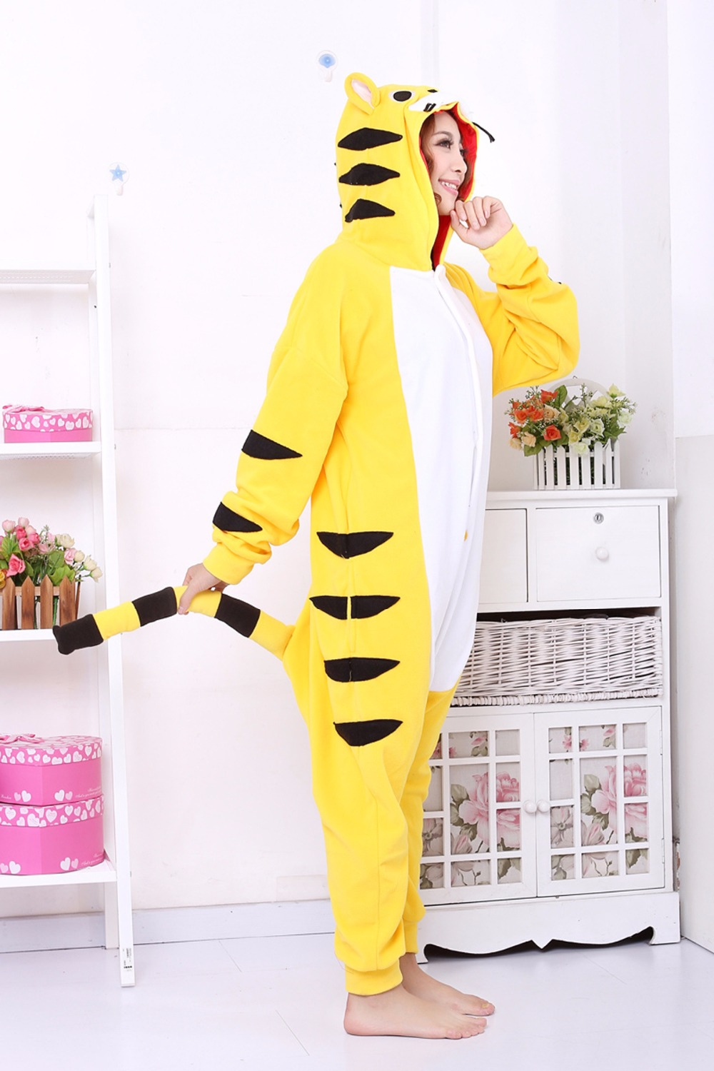 The autumn and winter flannel cartoon animal concomitant pajamas cute men and women, such as the toilet version of the home