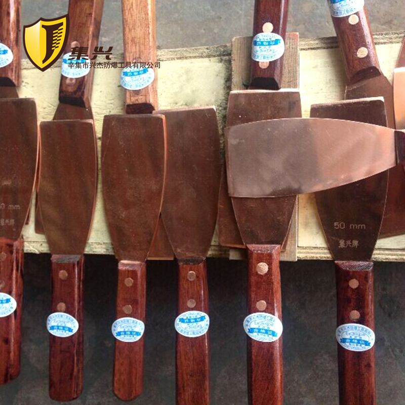 Red Copper Non Sparking Putty Knife With Wooden Handle, Safety Construction Hand Tool For Cleaning,
