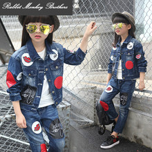 Girls 2017 new Spring fall Style Red lips cowboy go well with informal youngsters clothes set Denim jacket + Jean pant two-piece denim set