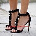 Moda T-bar Rihanna Saltos Altos Sandálias das Mulheres Do Dedo Do Pé Aberto Sexy Verão Sapatos de Festa Pom Pom Tiras Abotoadas Sandálias de Camurça com pregos