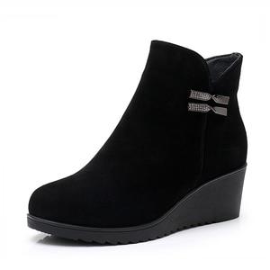 Image 4 - GKTINOO 2020 hakiki deri sıcak kışlık bot ayakkabı kadın yarım çizmeler kadın takozlar kadın çizme platform ayakkabılar