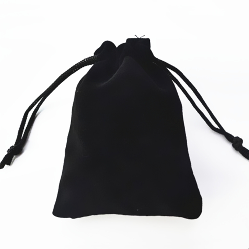 2018 new fashion gift bags flannel bags 7 * 9cm high-grade black velvet bag jewelry bags jewelry box wholesale Free shipping