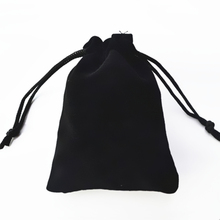 2019 new fashion gift bags flannel bags 7 * 9cm high-grade black velvet bag jewelry bags jewelry box wholesale gift