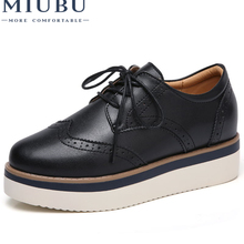MIUBU 2019 Autumn Women Platform Oxfords Shoes Brogue Lace Up Genuine Leather Shoes Ladies Thick Soled Shoes For Women Flats elevator vintage women oxfords shoes creepers brogue lace up brown muffin platform british style flats thick sole white spring