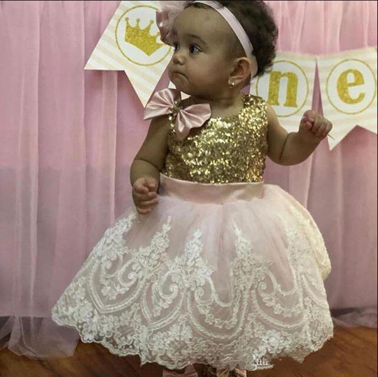 New Arrivals Knee Length Cute Baby Girls Birthday Gowns with Bows Lace Appliques Sequined Top Kids Pageant Gowns Custom MadeNew Arrivals Knee Length Cute Baby Girls Birthday Gowns with Bows Lace Appliques Sequined Top Kids Pageant Gowns Custom Made