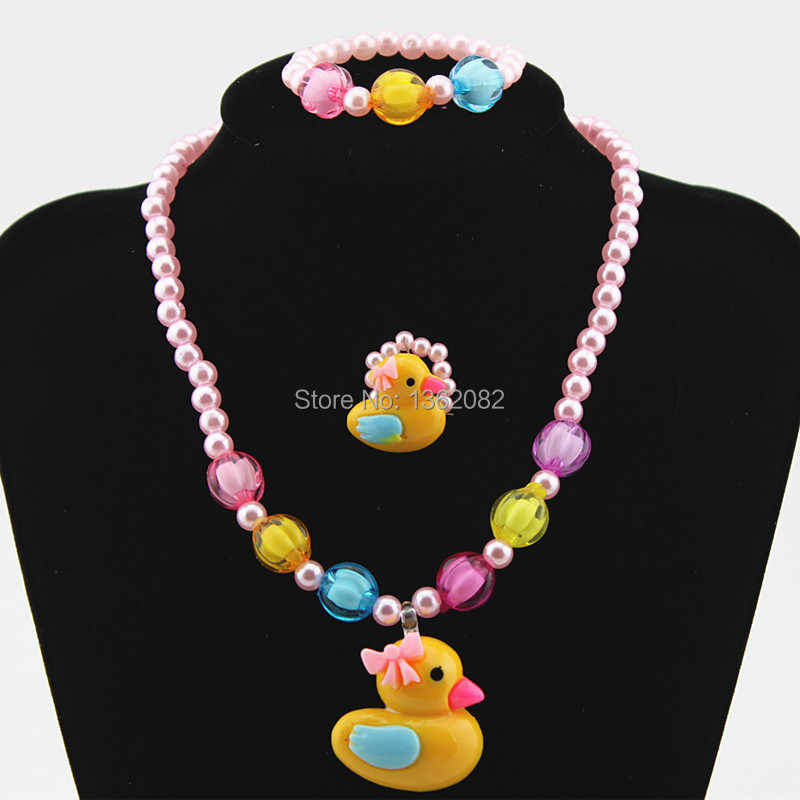Hot 1 Set Baby Girls Imitation Pearl Beads Cute Yellow Duck Necklace Bracelets Kids Children Jewelry Set Gift TZ48