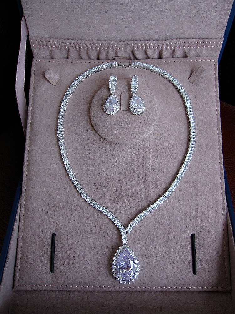 Hot sale Fashion Fashion AAA cubic zirconia waterdrop necklace and drop earrings jewelry set,S1036 stylish faux opal rhinestone waterdrop necklace and a pair of earrings for women